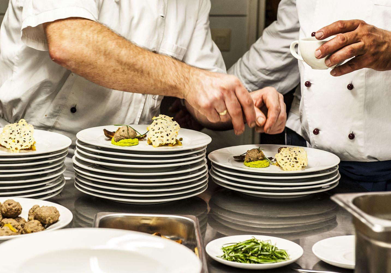 Koch bei der arbeit  Koch Bei Der Arbeit | kochkor.info